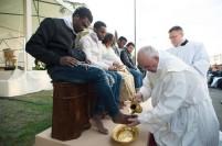 washing feet moslem migrants