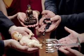 Interfaith_leaders_hold_objects_expressing_their_belief_in_Pope_Francis_video_message_on_prayer_for_interreligious_dialogue_Credit_Apostleship_of_Prayer_Screenshot_CNA